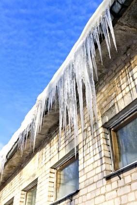 Dachdecker Magdeburg empfehlen die vorsorliche Winterdachwartung!